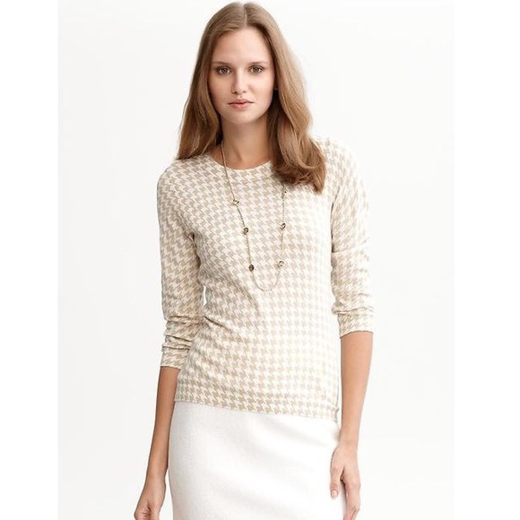 Banana Republic Sweaters - Banana Republic White Houndstooth Sweater Small